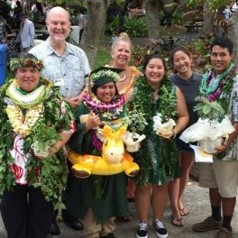 Spring 2016 Maile Mentoring Bridge graduates, mentors and administrators from UH Mānoa and Kapiʻolani CC, photo courtesy of Chip Fletcher