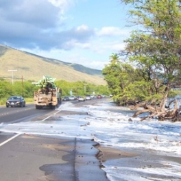 Image of wave inundation at Honoapiʻilani Highway.