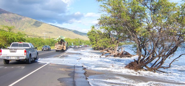 Image of wave inundation at Honoapiʻilani Highway.